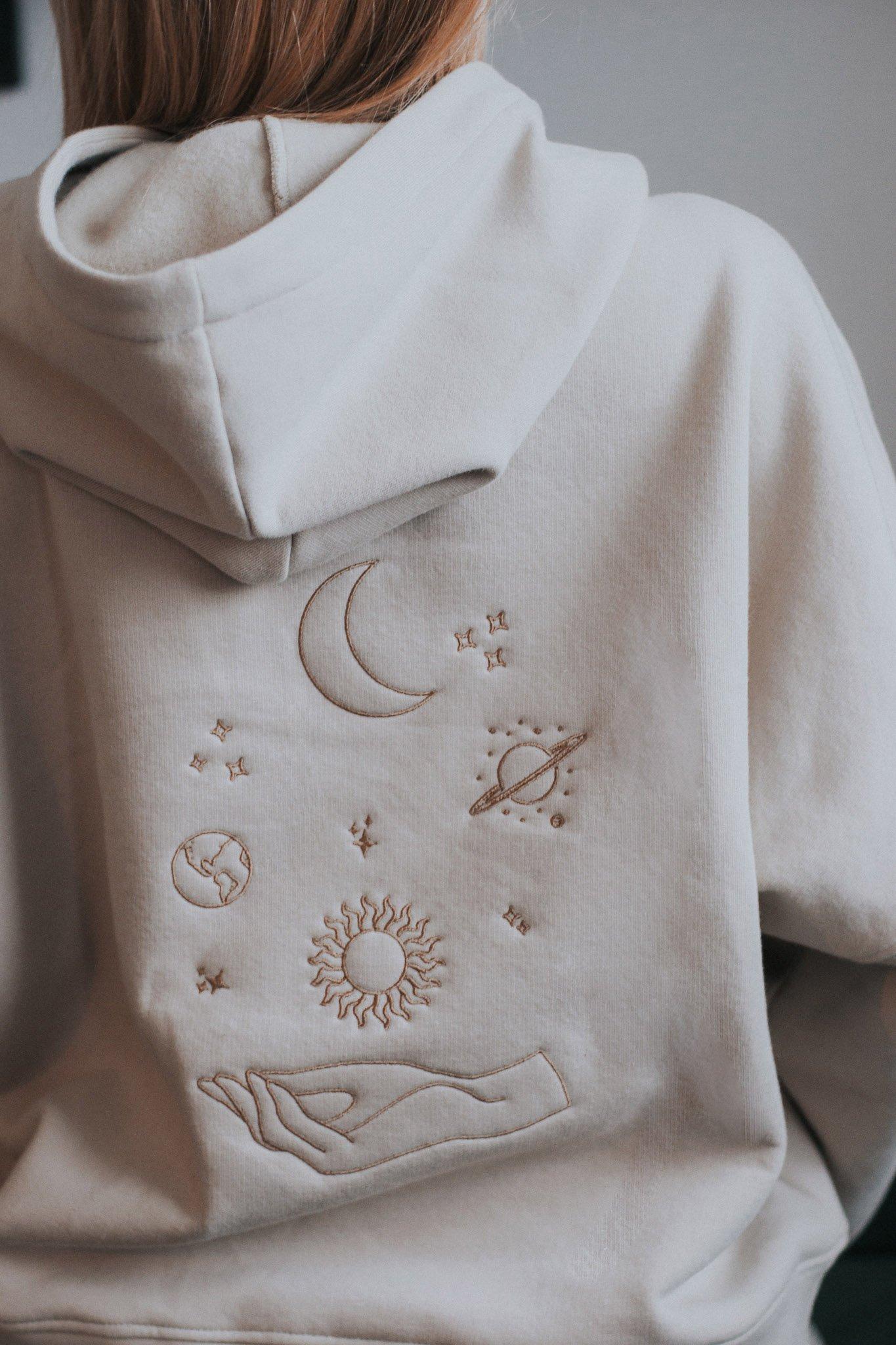 Wyjątkowe dresy z kosmicznym haftem – poznaj markę Gutju!