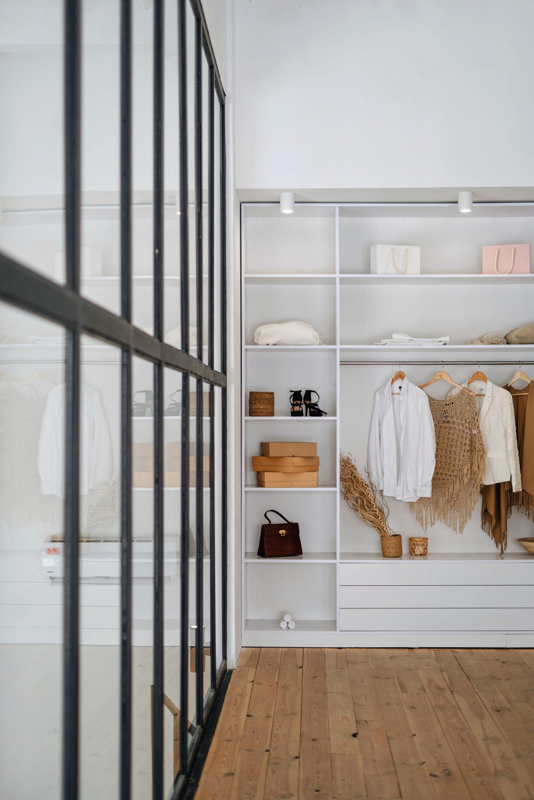 Capsule wardrobe, czyli strategia upraszczania