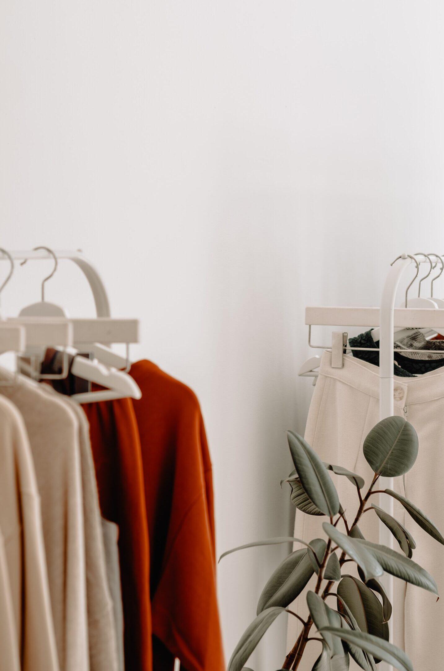 Jak kupować ubrania, żeby być fair i nie zwariować?